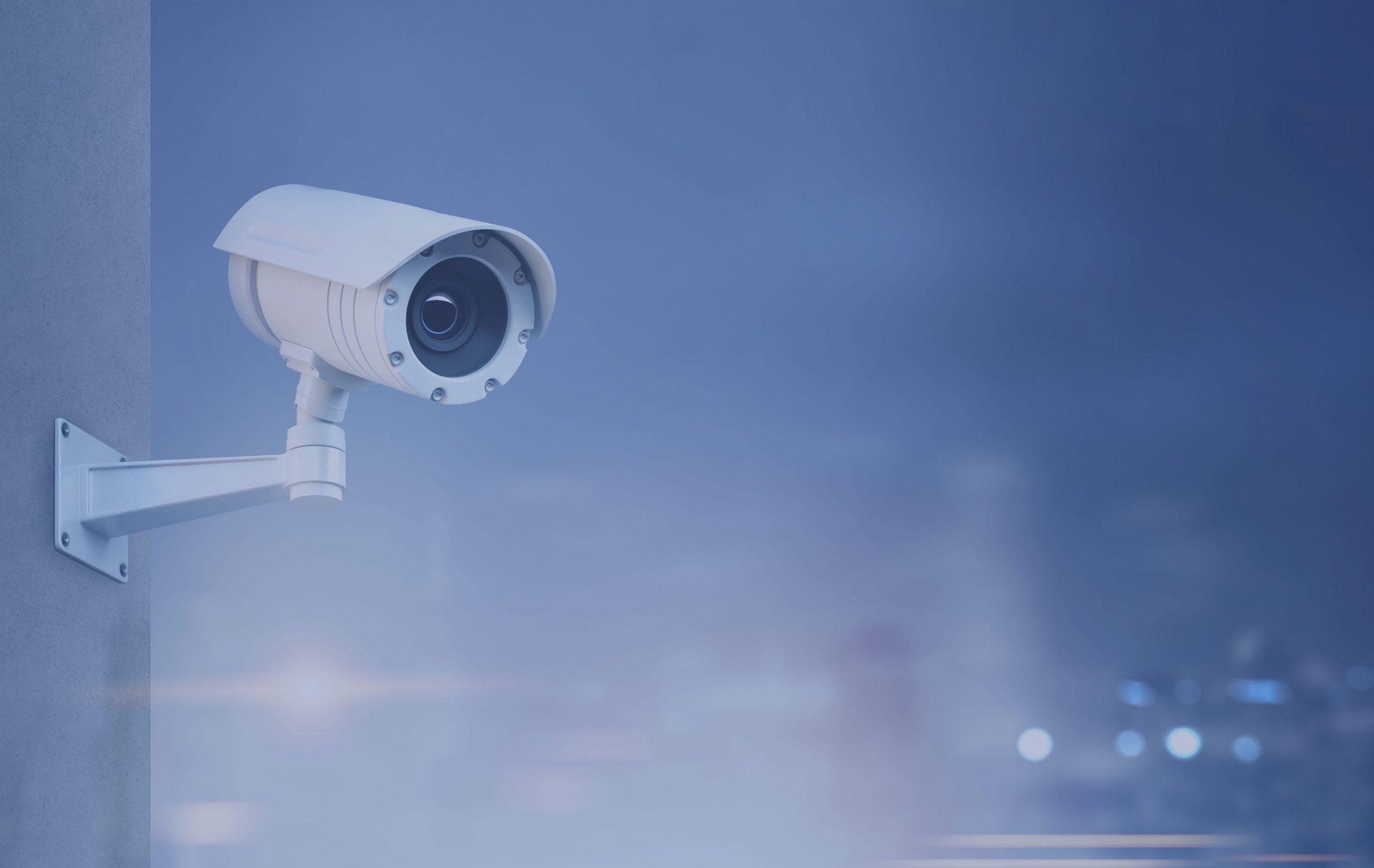 caméra de surveillance dans une grande ville