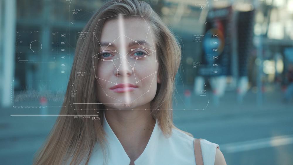 Reconnaissance faciale : visage de jeune femme